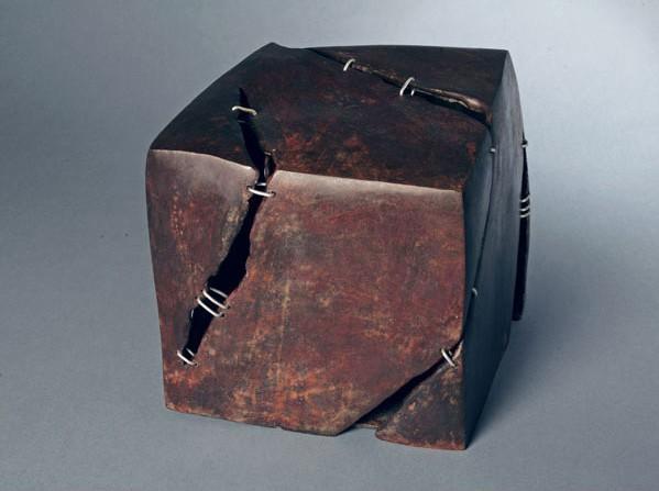 Leila Jabre Jureidini 'Stitch' bronze & stainless steel, 24 x 24 x 25 cm.